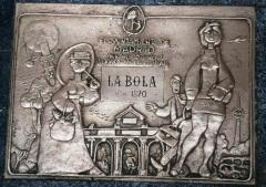 Placa centenaria Taberna La Bola Mingote ayuntamiento Madrid
